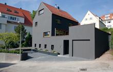 Außenbereich von Oskar Seus graue Fassade