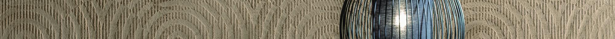 Slider kreative Maltechniken von Oskar Seus Wand mit braunem kreisförmigen Muster mit Lampe