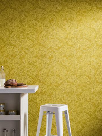 Kreative Maltechniken von Oskar Seus Wand mit gelbem Paisley Muster