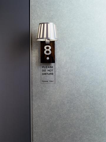 Kreative Maltechniken von Oskar Seus grau gemusterte Wand mit Lampe