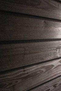 Lackierarbeiten von Oskar Seus braunes Holz